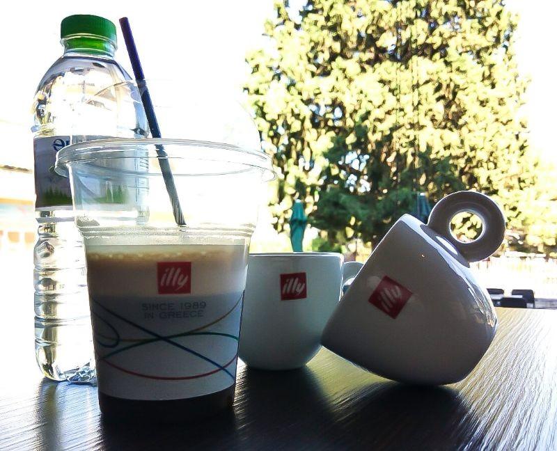 bisous παιανία για καφε