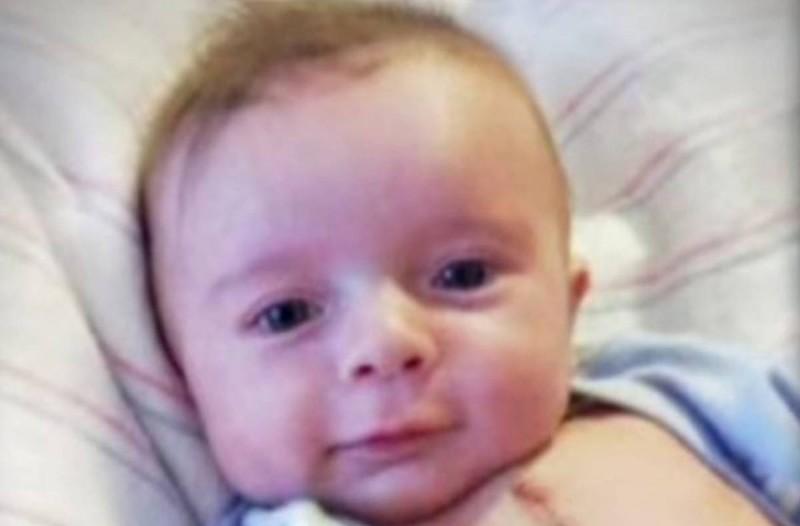 Η φωτογραφία μ' αυτό το μωράκι σάρωσε το ίντερνετ! Ο λόγος; Πρέπει να το δείτε όλοι..