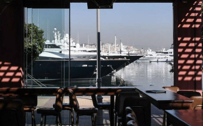 cruiser 6 cafe που μυρίζουν καλοκαίρι στο Π. Φάληρο