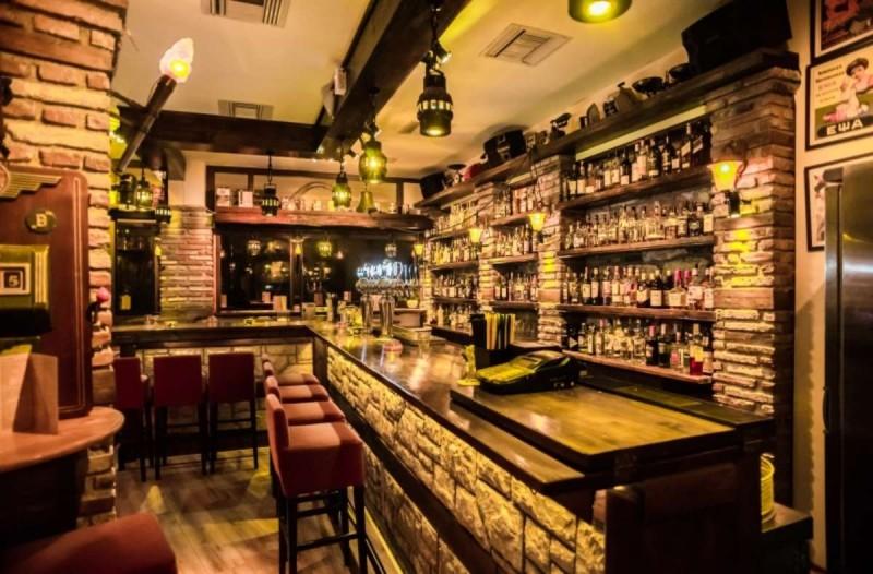 Le Roi: Το μοναδικό rock-bar που σε ταξιδεύει στον χρόνο