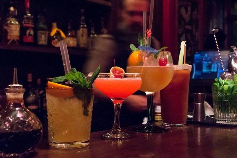σχοινοβατης εξάρχεια ποτο μπαρ
