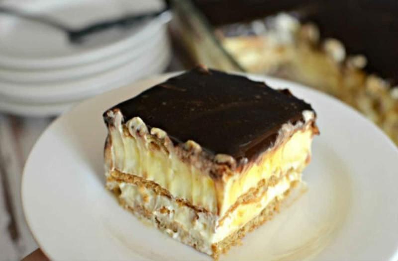 Ανάλαφρο γλυκό ψυγείου με κράκερς σαν σοκολατένιο μιλφέιγ