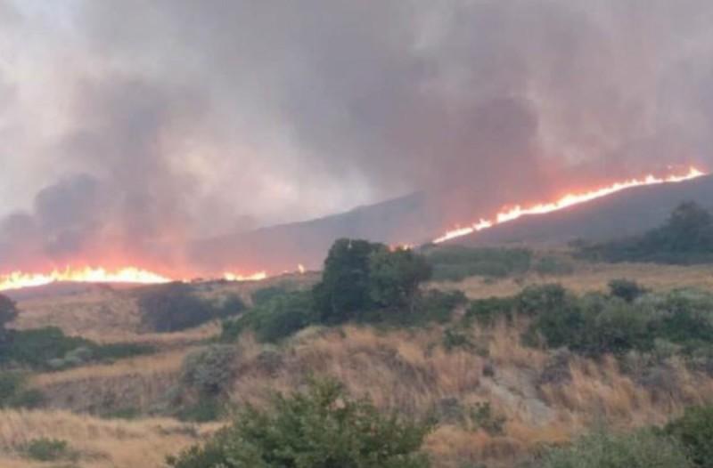 Φωτιά στην Εύβοια - Συναγερμός στην Κάρυστο
