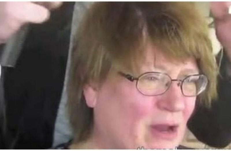 Αποφάσισε να κάνει μακιγιάζ για το γάμο της κόρης της - Το αποτέλεσμα; Θα σας αφήσει άφωνους (Video)
