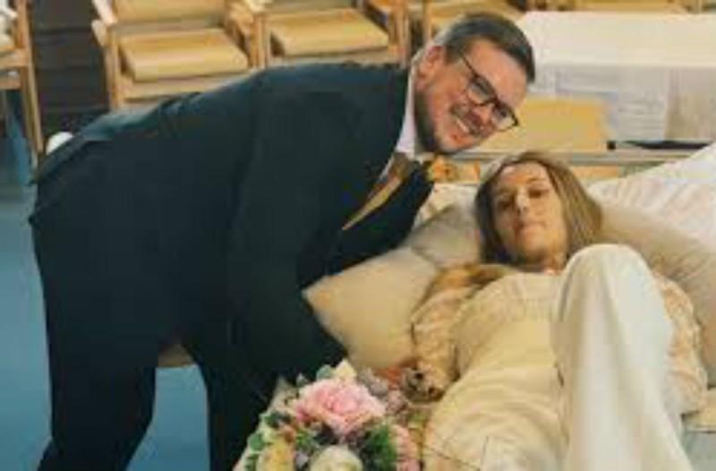 25χρονη νύφη με καρκίνο παντρεύτηκε στο νοσοκομείο - Πέθανε μόλις ένα μήνα μετά το γάμο (Video)