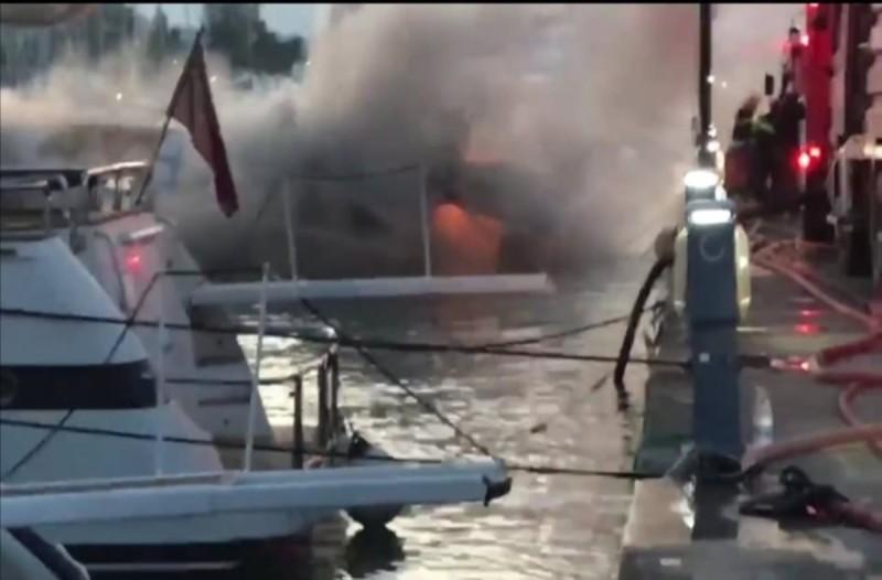 Κέρκυρα: Φωτιά σε θαλαμηγό στη μαρίνα Γουβιών
