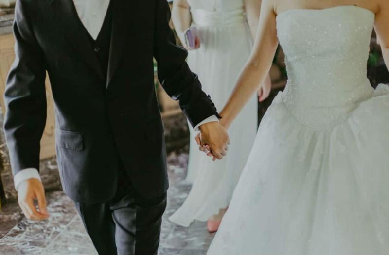 Συναγερμός σε γάμο στη Θεσσαλονίκη: «Καλεσμένος» ο κορωνοϊός! Τρία κρούσματα - Θετικός και ο γαμπρός (Video)