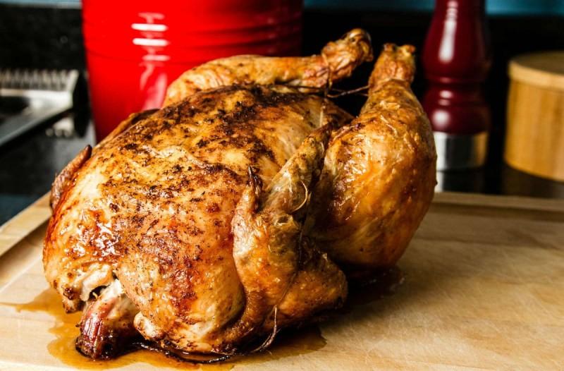 Το κόλπο με το πιστολάκι μαλλιών για την τέλεια πέτσα στο κοτόπουλο σας