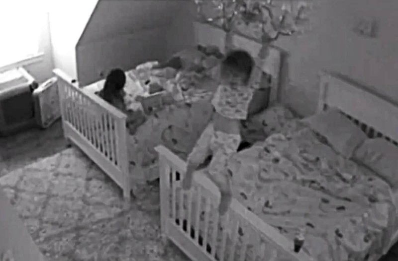 Γονείς έβαλαν κρυφή κάμερα στο παιδικό δωμάτιο - Δεν πίστευαν στα μάτια τους, βλέποντας όσα είχε καταγράψει (Video)