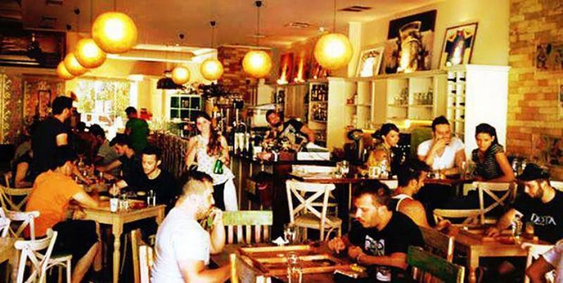 la maison πετρουπολη καφε μπαρ ποτο