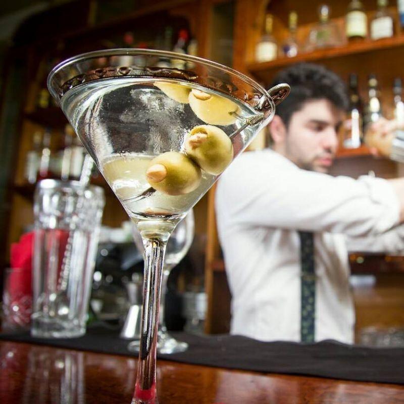 luxus εξάρχεια ποτο μπαρ