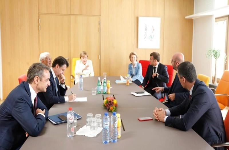 Σύνοδος Κορυφής: Συναντήσεις Μητσοτάκη με Μέρκελ, Μακρόν και «φειδωλούς»