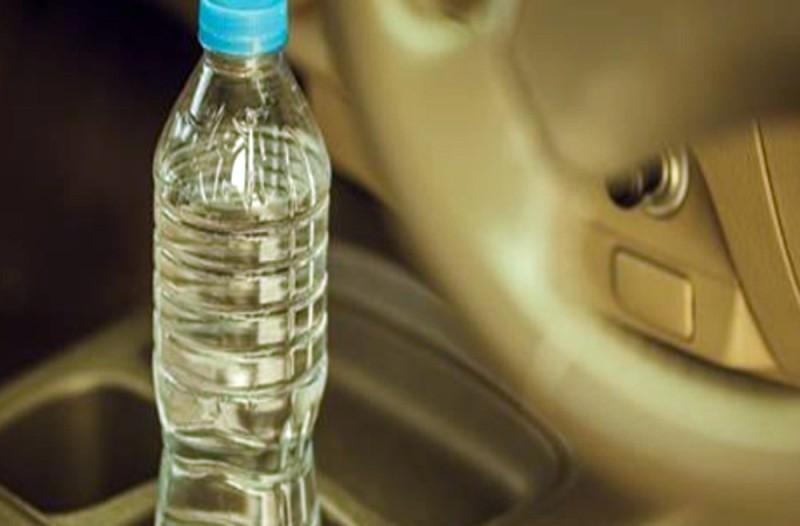 Προσοχή! Μην αφήνετε ποτέ πλαστικά μπουκάλια με νερό στο αυτοκίνητό σας σε ζεστή μέρα - Σοκάρει ο λόγος