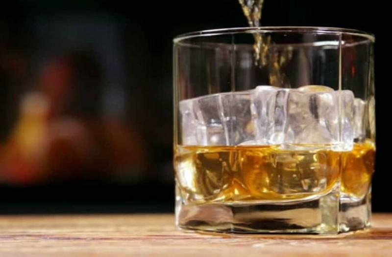 Βάζετε παγάκια στο ποτό σας; Τότε κινδυνεύετε από...