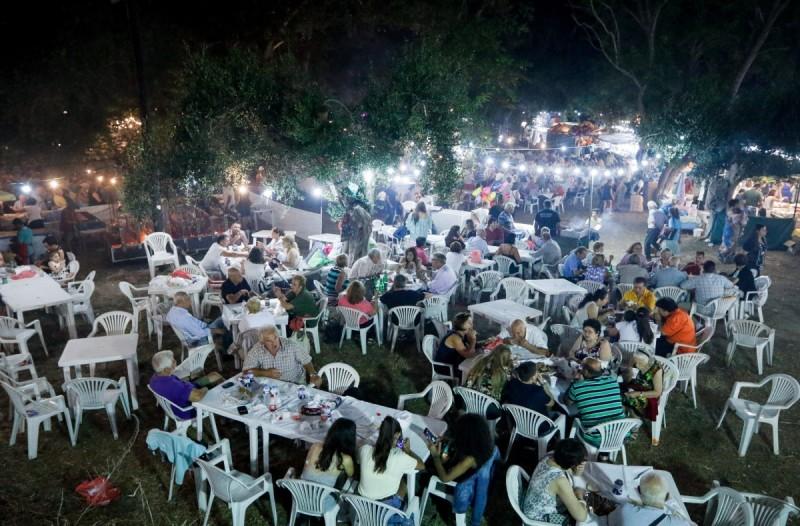 Κορωνοϊός: Δύσκολη η επαναφορά ολικού lockdown - Προς απαγόρευση και για τον Αύγουστο τα πανηγύρια