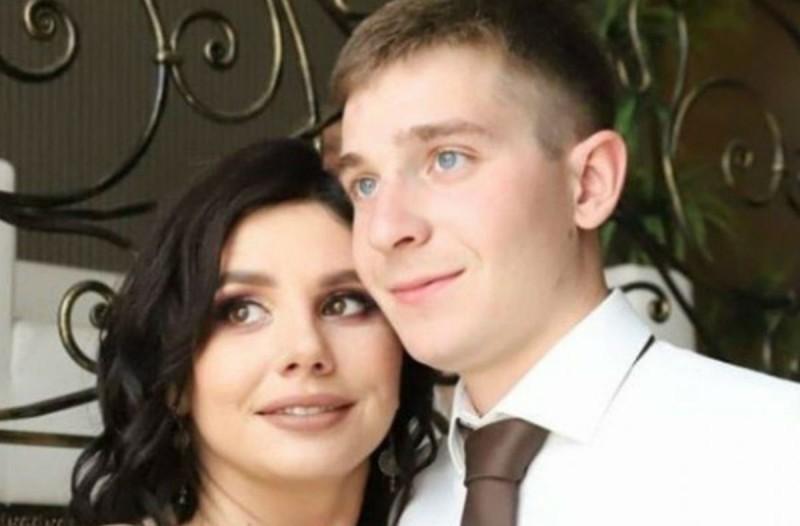 35χρονη παντρεύτηκε τον 20χρονο θετό γιο της - Περιμένουν και το πρώτο τους παιδί (Video)
