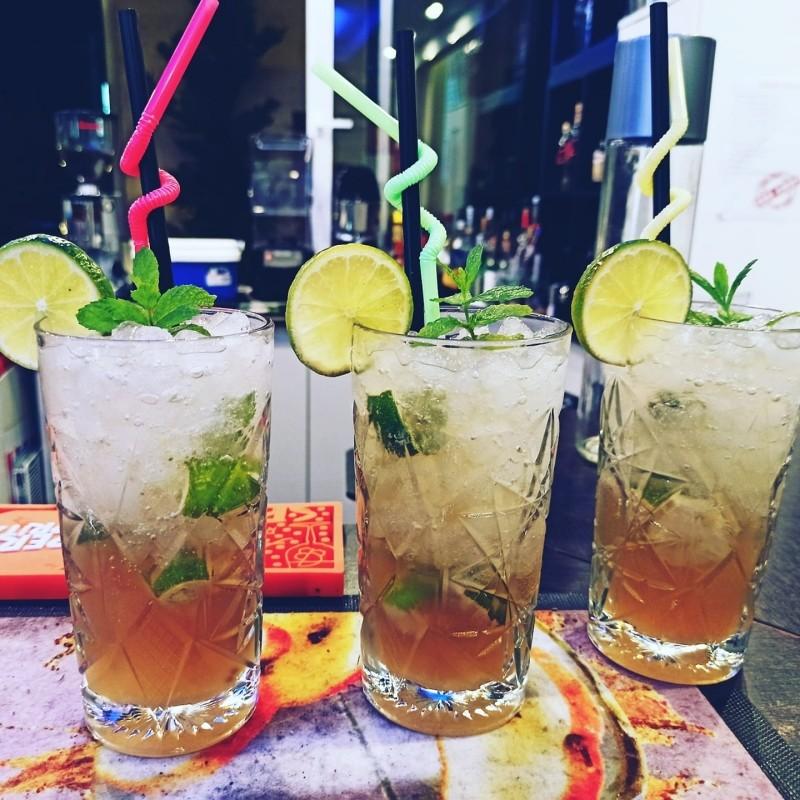 yanni cafe στον νέο κόσμο για ποτο