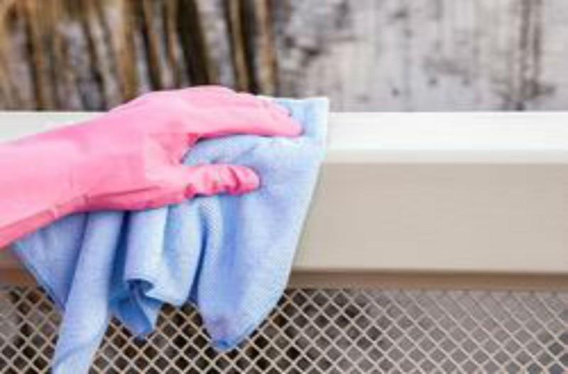 Ανακάτεψε σε ένα μπολ αλάτι και πράσινο σαπούνι και έτριψε το μπαλκόνι της - Το αποτέλεσμα; Θεαματικό