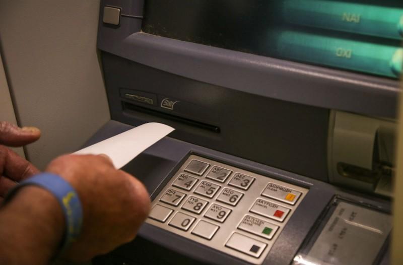Προσοχή στα ΑΤΜ: Με ένα μόνο sms μπορούν να κλέψουν το PIN της κάρτας σας