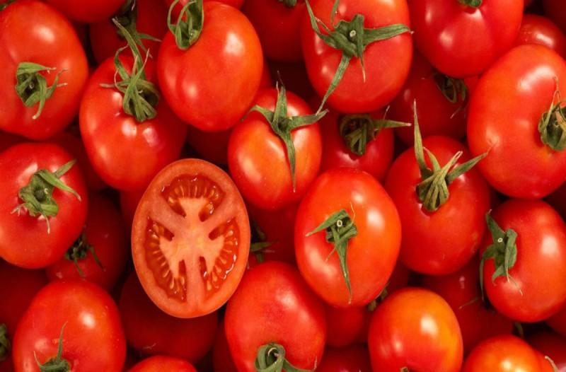 Το μυστικό για να παραμένουν οι ντομάτες σας φρέσκες και ζουμερές ακόμη και μετά από μέρες