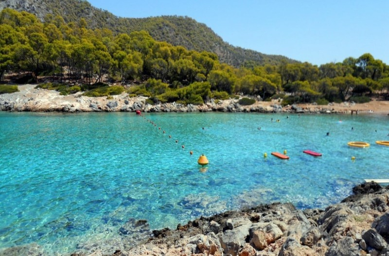 Παραμυθένιο: Το οικονομικό νησί με τις εξωτικές παραλίες που βρίσκεται μόνο 60 λεπτά από την Αθήνα