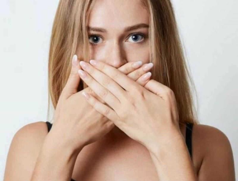 Πώς να διώξω την άσχημη μυρωδιά από το στόμα
