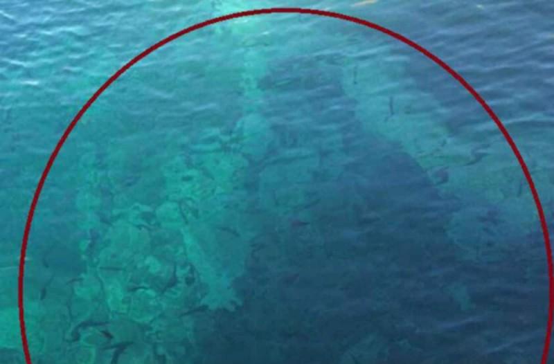 Μοναχός εμφανίστηκε μέσα στη θάλασσα - Η φωτογραφία σοκάρει
