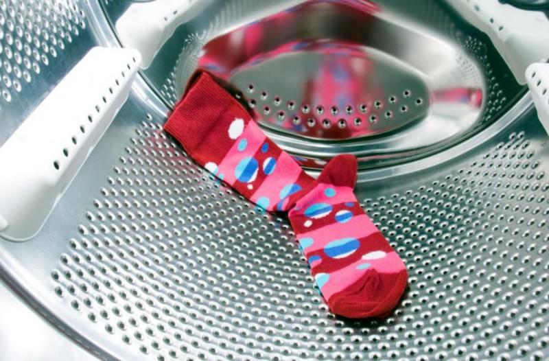 Το απόλυτο μυστικό για να μην χάσετε ποτέ ξανά τις κάλτσες στο πλυντήριο