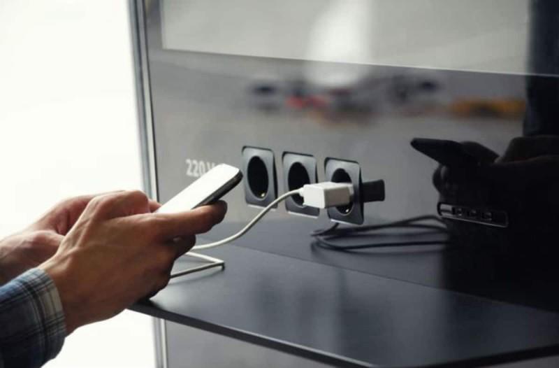 Αν φορτίζετε έτσι το κινητό σας κινδυνεύετε ακόμη και να αδειάσει ο τραπεζικός σας λογαριασμός