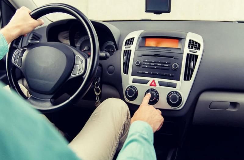 Ανοίγετε το κλιματιστικό μόλις μπείτε στο αυτοκίνητο; Μην το ξανακάνετε ποτέ!