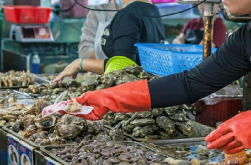 Νέος συναγερμός: Ίχνη κορωνοϊού σε συσκευασίες κατεψυγμένων θαλασσινών στην Κίνα