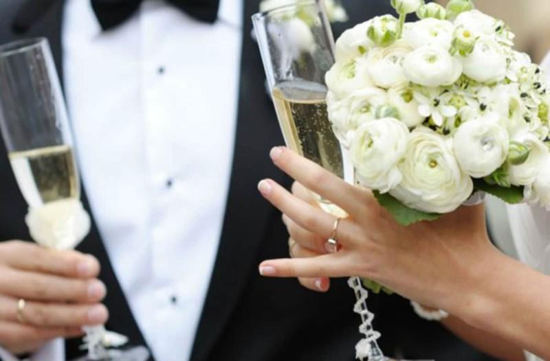 Νέο κρούσμα κορωνοϊού σε γάμο - Συναγερμός στην Αλεξανδρούπολη (Video)