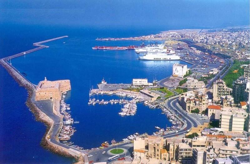 Συναγερμός στο Ηράκλειο: Έκρηξη σε πλοίο στο λιμάνι
