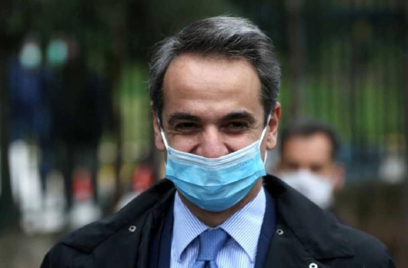 Κορωνοϊός: Κράξιμο... με το γάντι του Κυριάκου Μητσοτάκη σε δημοσιογράφο που δεν φορούσε μάσκα