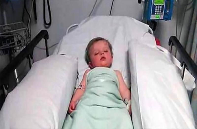 Οι γιατροί είπαν στην 23χρονη μητέρα να αποχαιρετήσει το μωρό της - Όταν το είδε έτσι...έπαθε σοκ