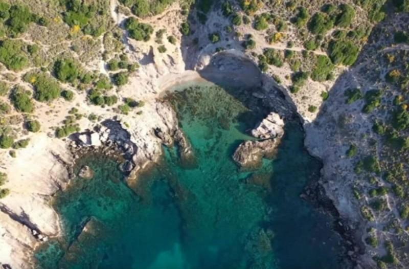 45 λεπτά μόλις από την Αθήνα - Η παραλία που θα σας μαγέψει με την ομορφιά της