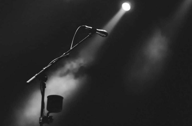 Σοκ: Πέθανε διάσημος τραγουδιστής (Video)