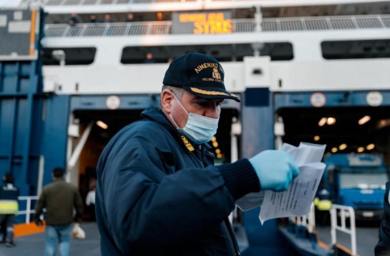 Κορωνοϊός: Γίνεται υποχρεωτική και στους εξωτερικούς χώρους των πλοίων η μάσκα