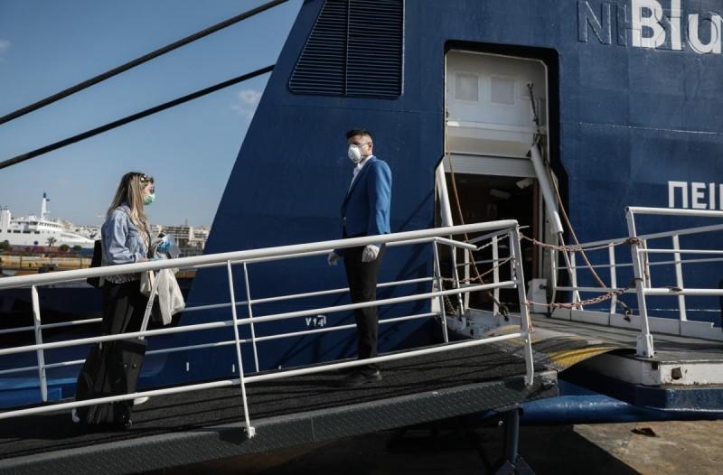 Επίσημο: Υποχρεωτική η μάσκα και στους εξωτερικούς χώρους των πλοίων