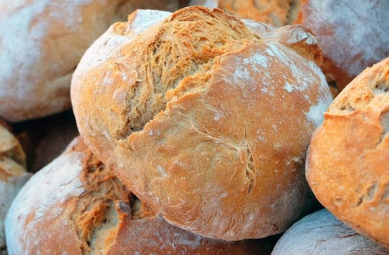 Πανεύκολο σπιτικό ψωμί με 5 υλικά που υπάρχουν σε όλα τα σπίτια - Θα το κάνετε συνέχεια