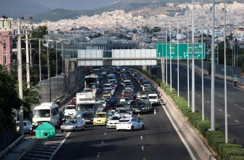 Φωτιά στην Αθήνα: Αποκαθίσταται η κυκλοφορία στην Εθνική οδό