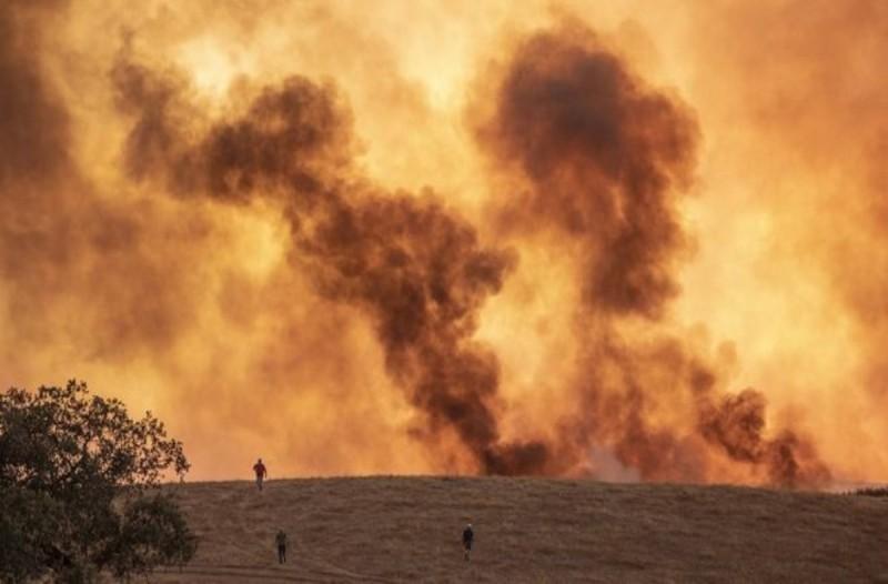 Τεράστια πυρκαγιά στην Ισπανία- Τουλάχιστον 3.200 άνθρωποι εγκαταλείπουν τα σπίτια τους
