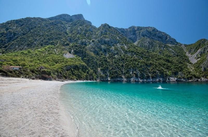 Μην χάσετε την ευκαιρία: Τα δύο μαγικά ελληνικά νησιά που επισκέπτεστε χωρίς καράβι