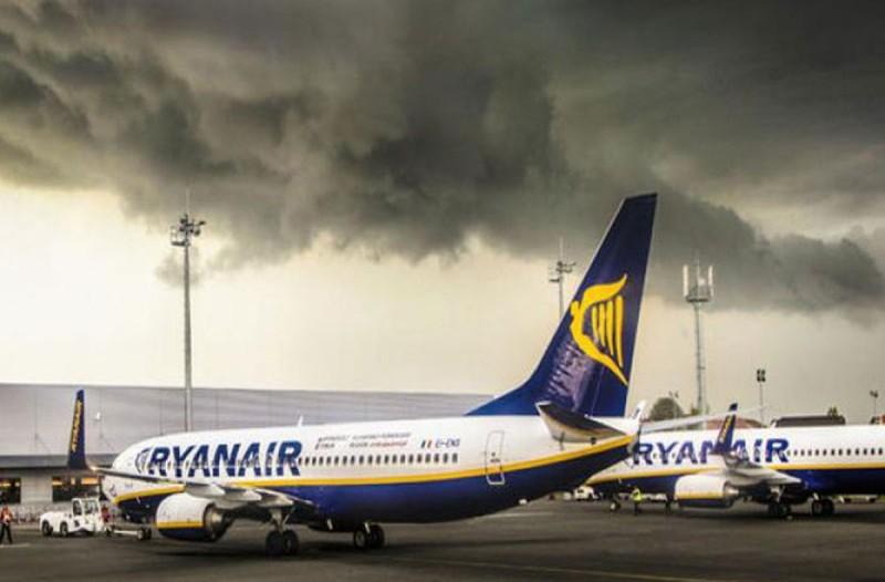 Συναγερμός για τρομοκρατία σε πτήση της Ryanair: Συνόδεψαν το αεροπλάνο καταδιωτικά