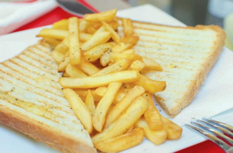 Τρώτε τηγανητές πατάτες μαζί με τοστ; Πρόκειται για ένα συνδυασμό που μπορεί να προκαλέσει...