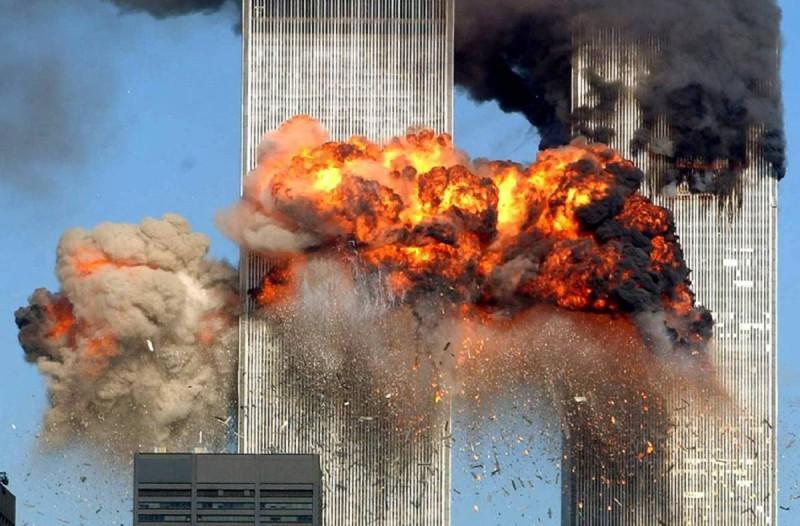 Η φωτογραφία της ημέρας: 19 χρόνια από το μεγαλύτερο τρομοκρατικό χτύπημα!