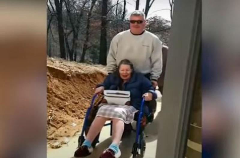 Ήθελαν να κάνουν σ' αυτή την 84χρονη γιαγιά μια έκπληξη - Μόλις μπήκε σπίτι όμως...