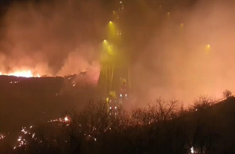 Πάτρα: Ολονύκτια μάχη με τις φλόγες στα Συχαινά - Απειλήθηκαν σπίτια (Video)