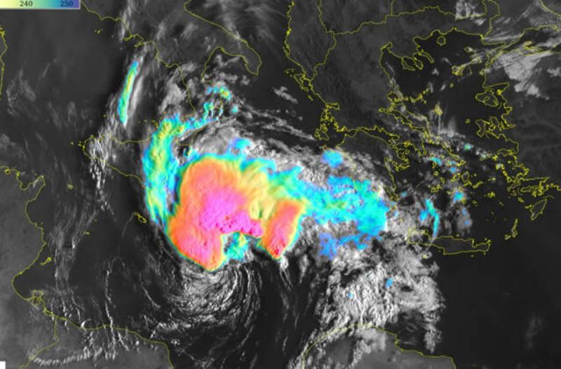 Καιρός: Προ των πυλών η κακοκαιρία «Ιανός» - Ραγδαία επιδείνωση με καταιγίδες και θυελλώδεις άνεμοι - Που θα είναι έντονα τα φαινόμενα