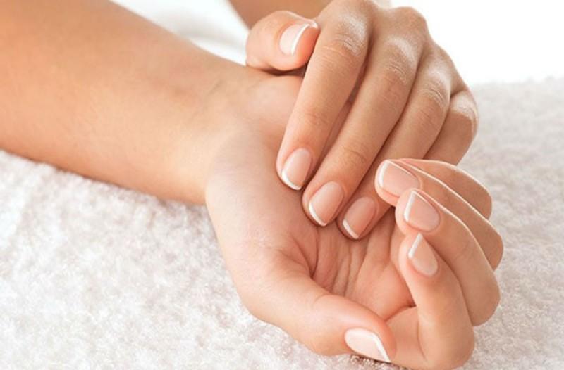 Το μυστικό για να μην σπάσουν τα νύχια σας ποτέ ξανά
